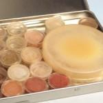 Mineralkosmetik in verschiedenen Farbtönen