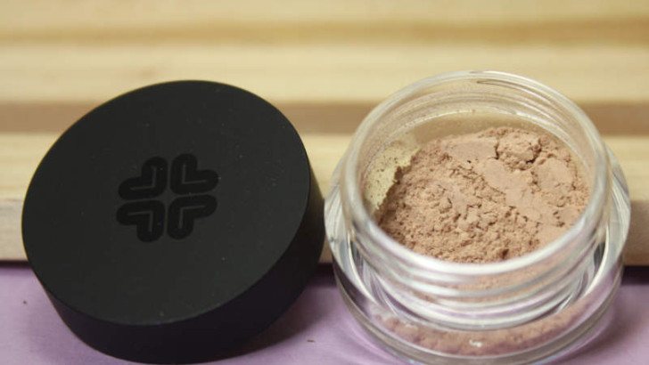 Mineral Foundation Lily Lolo Candy Cane