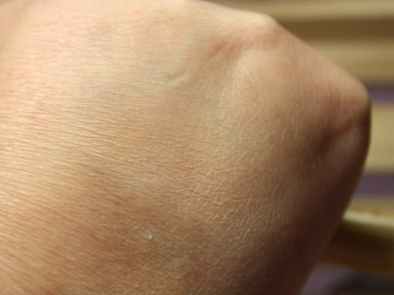 Swatch Lily Lolo Mineral Foundation Candy Cane
